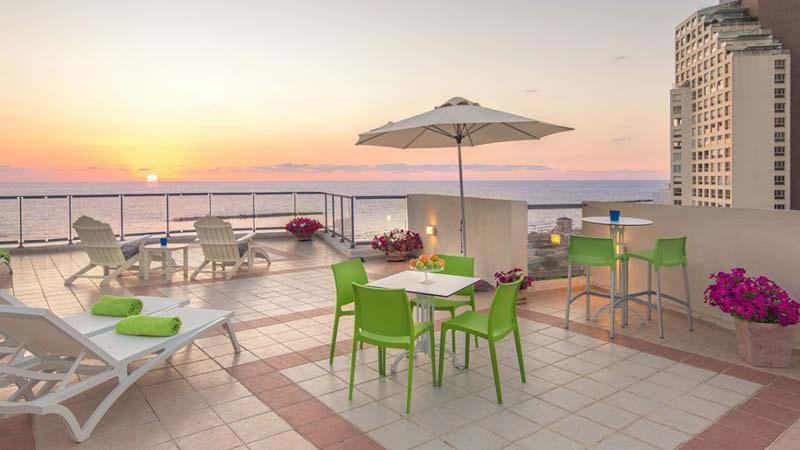 Maxim Hotel är ett centralt beläget hotell i Tel Aviv, perfekt för en semester i Israel.