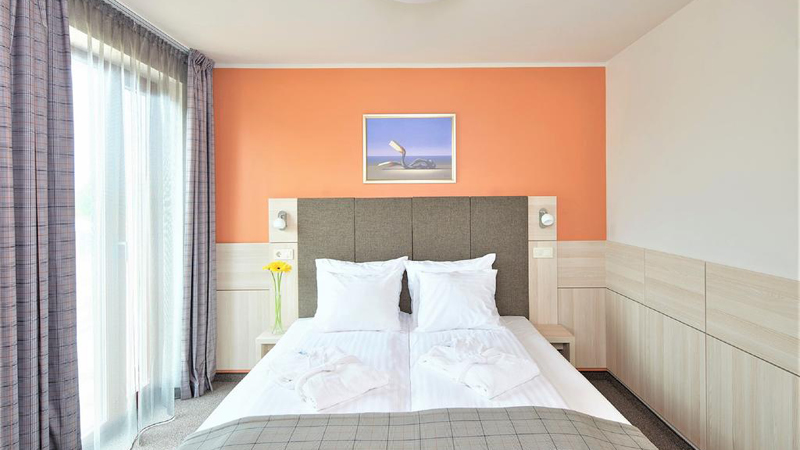 Rent och fräscht dubbelrum på 4-stjärnigt hotell Wellton Riga & Spa i centrala Riga.