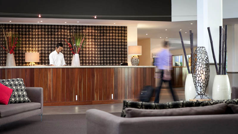 Front desk p� Novotel Cairns Oasis Resort