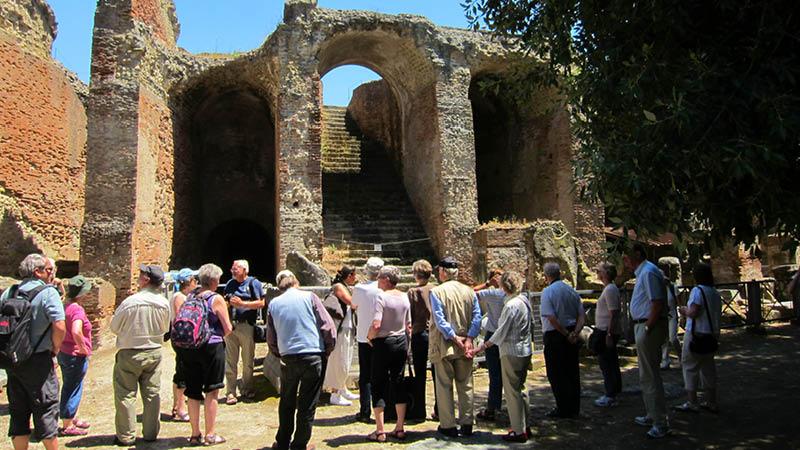 Mød rejseleder og arkæolog Karina Mitens, grupperejse i Italien