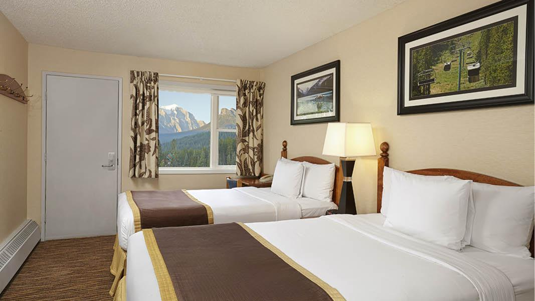 Indend�rspool p� Hotel Lake Louise Inn, Canada