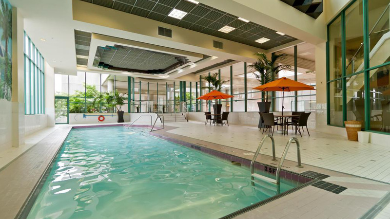 pool p� Rosedale on Robson Suite Hotel