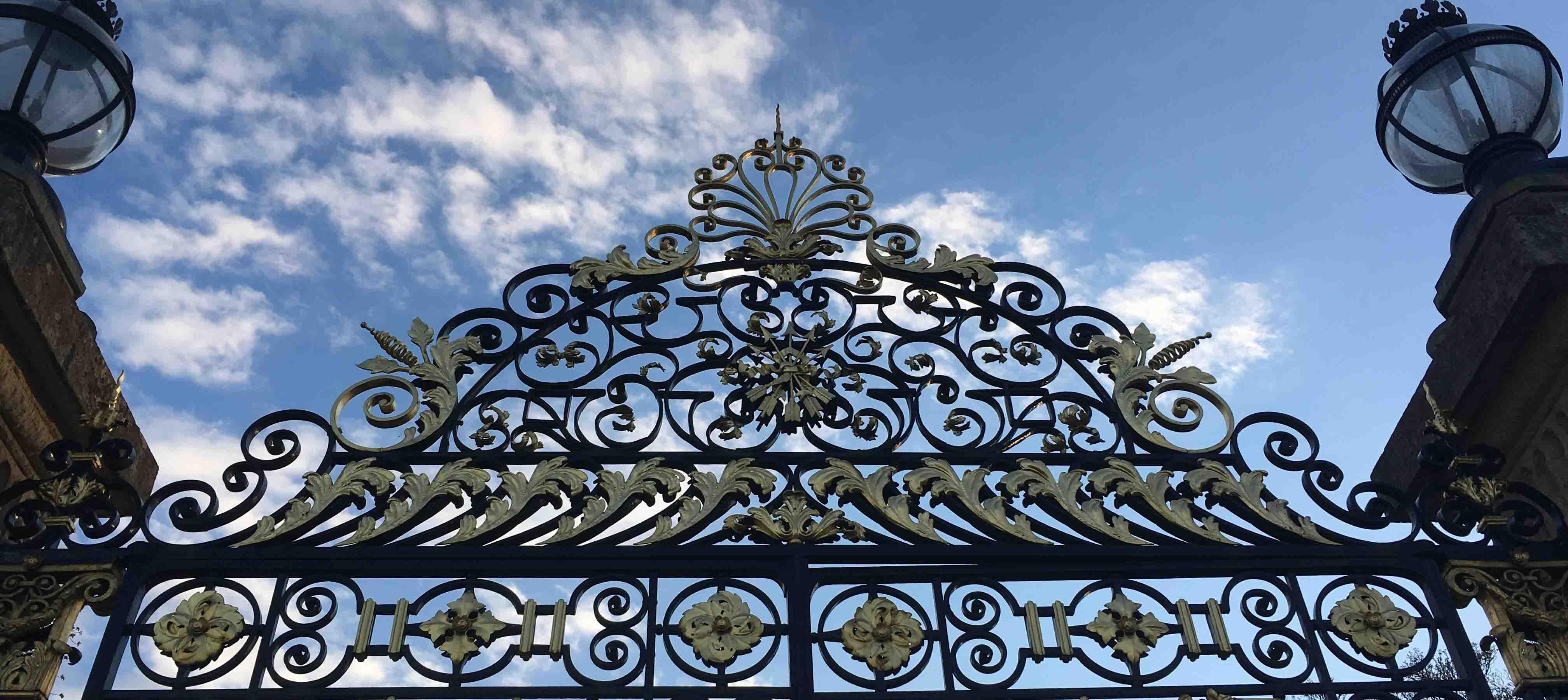 Indgangen til Waddesdon Manor, England