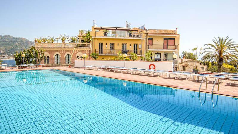 Dejlig udendørspool på Hotel Villa Esperia, Sicilien