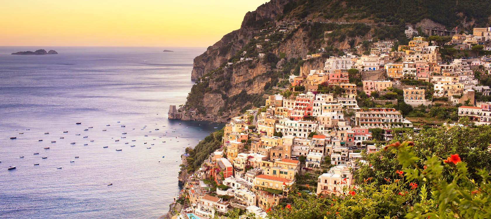 Kystby med en fantastisk udsigt på Amalfikysten