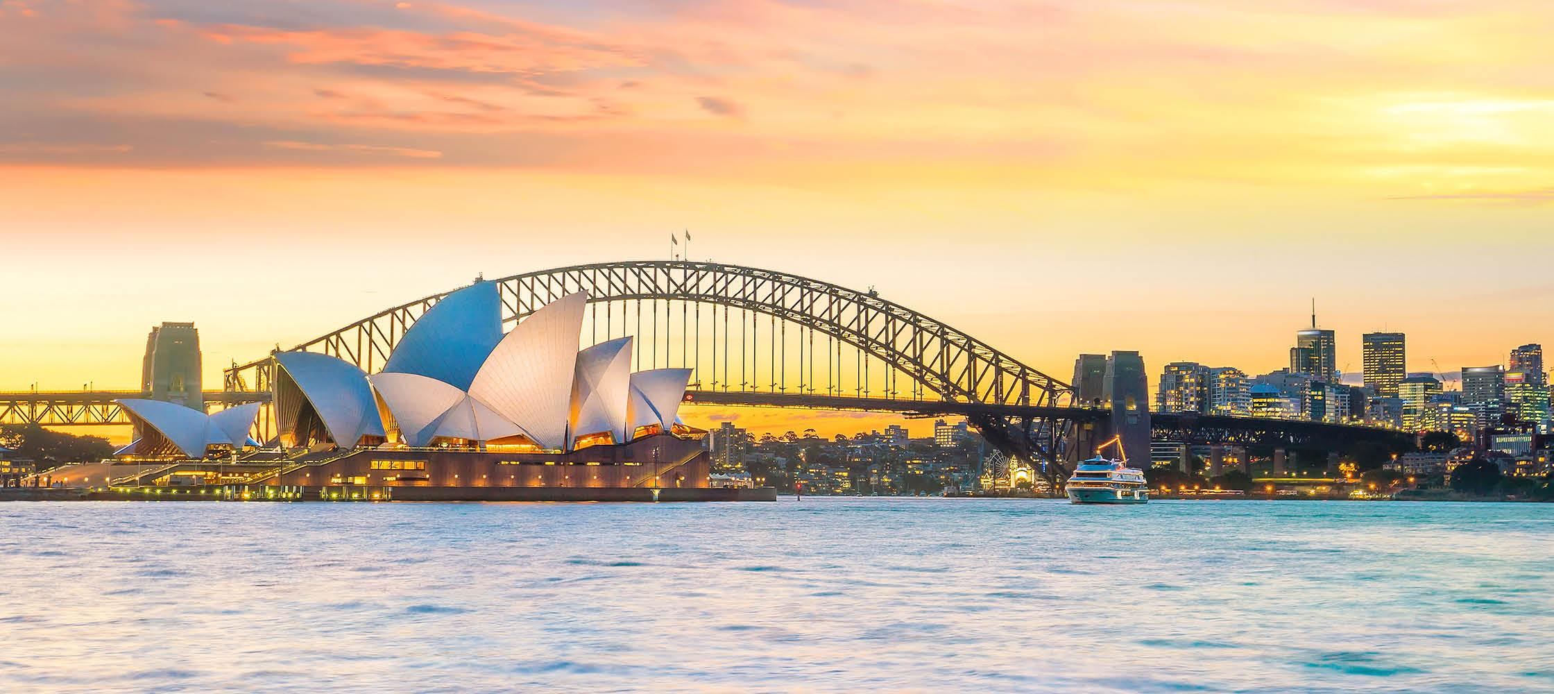 Operahuset i Sydney og Harbour bridge. Australien