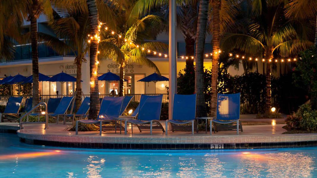 Solsenge p� Crowne Plaza Hollywood Beach