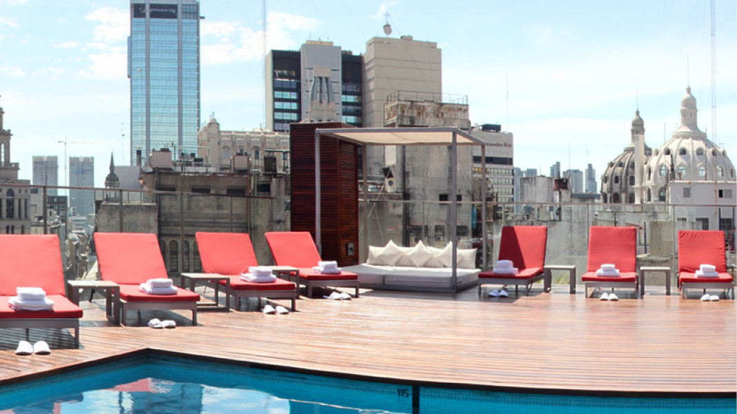 Solterrasse med pool p�Hotel 725 Continental, Buenos Aires