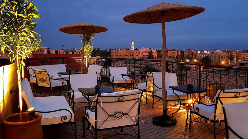 Tagterrassepå Hotel Dellarossa i Marrakech