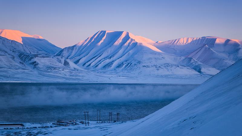 Det isklædte landskab på Svalbard, Norge
