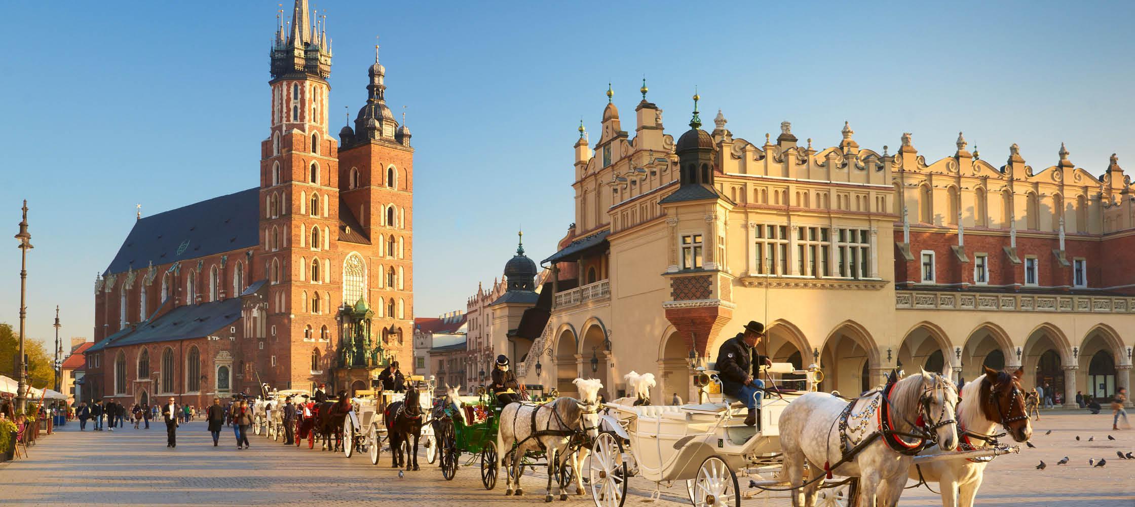 St. Mary Basilikaen og hestevogne i Krakow, Polen