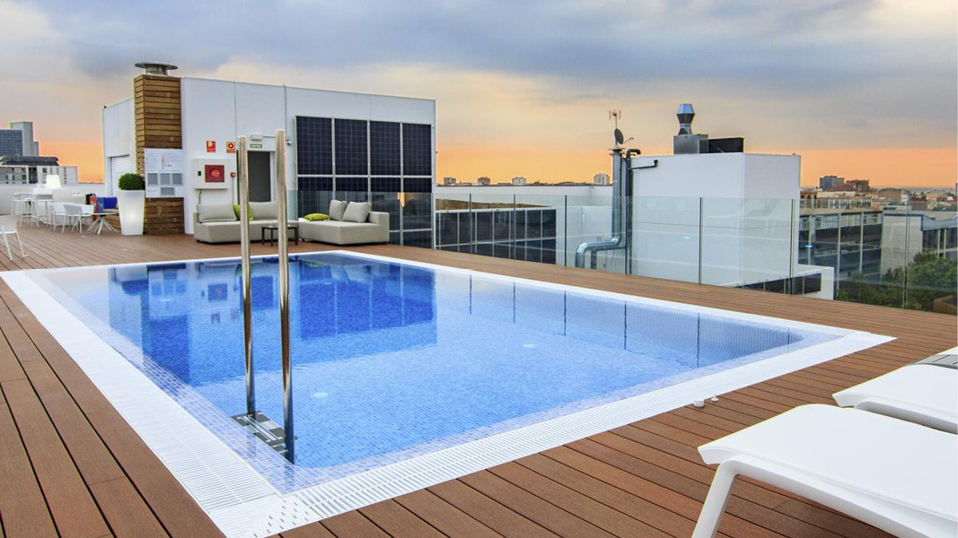 hotel golden tulip pool barcelona spanien