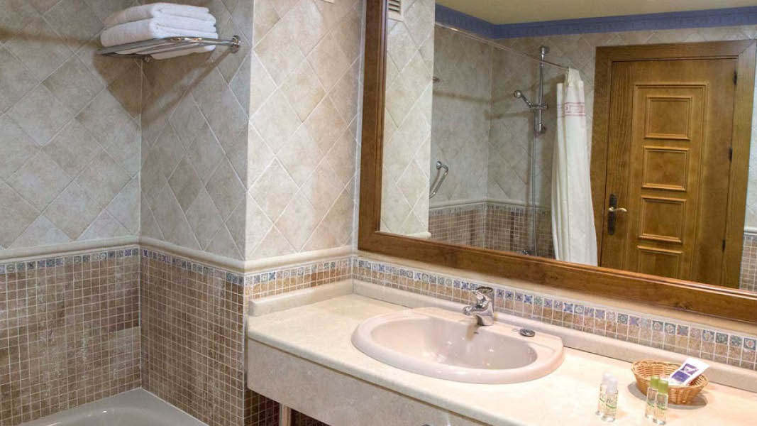 Badev�relse p� Hotel Antequera