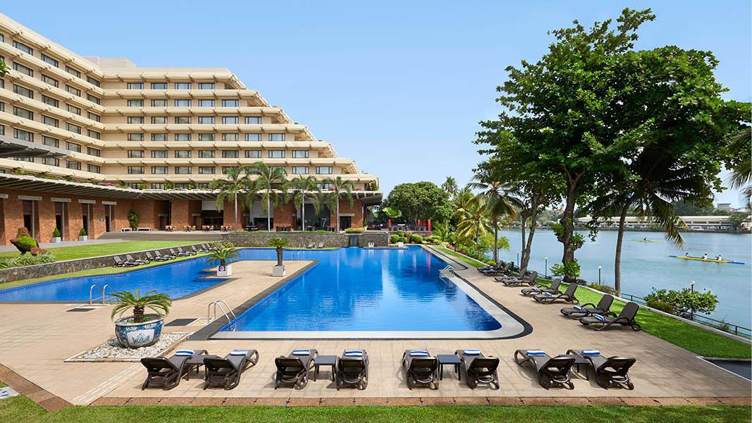 Poolområdet på Cinnamon Hotel Colombo