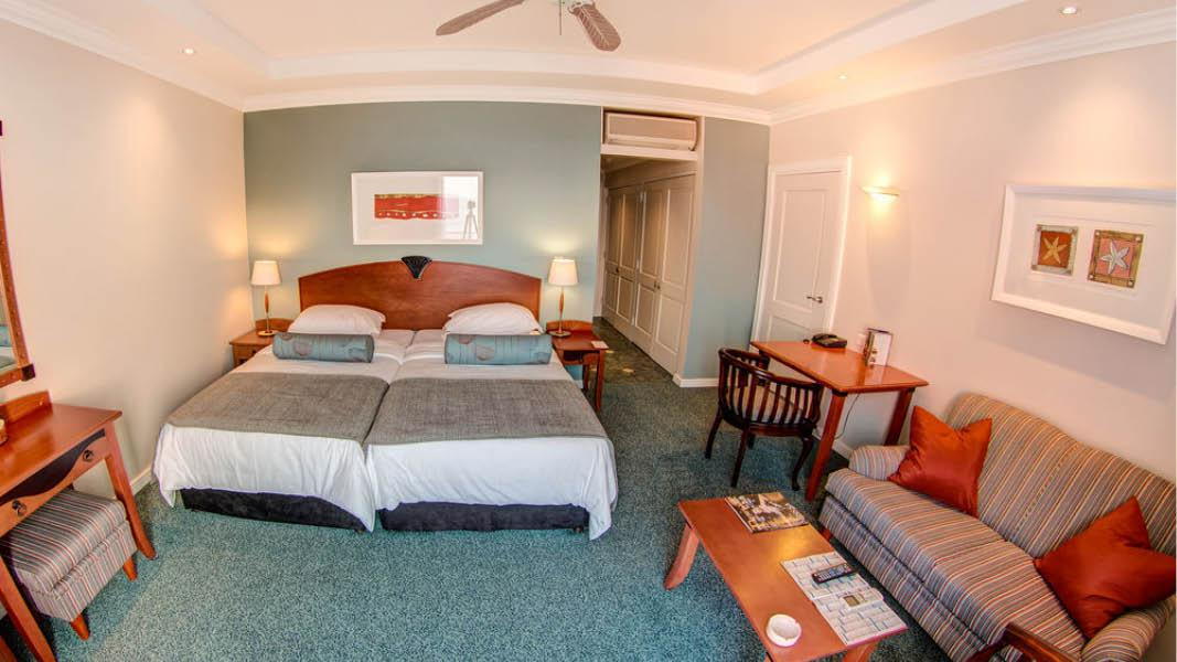 v�relse p� courtyard port elizabeth