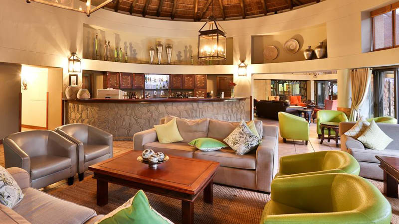 Hotel lobby p� Hotel Ivory Tree Game Lodge