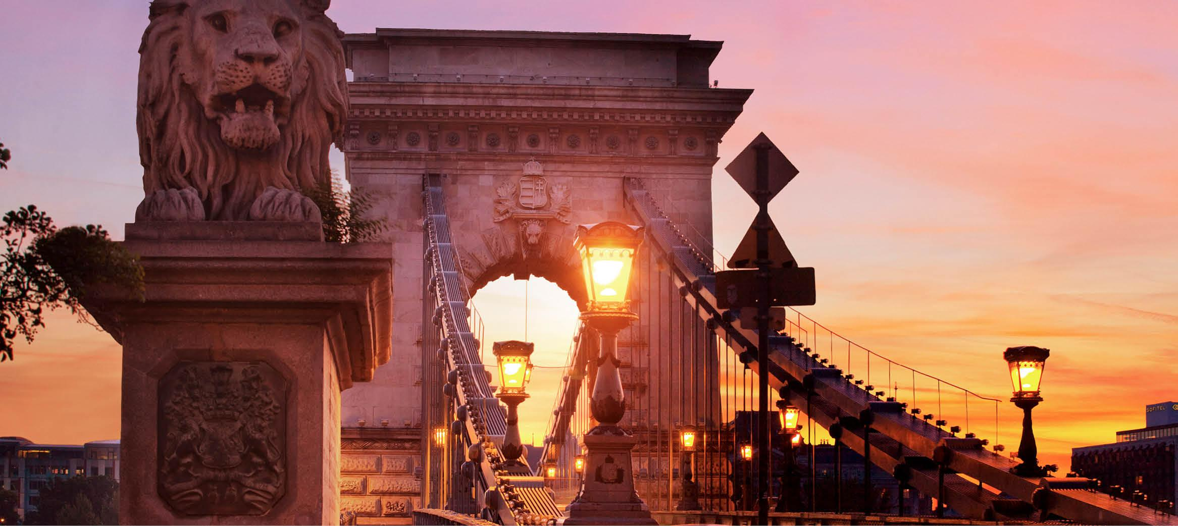 Kædeboen i solnedgang i budapest