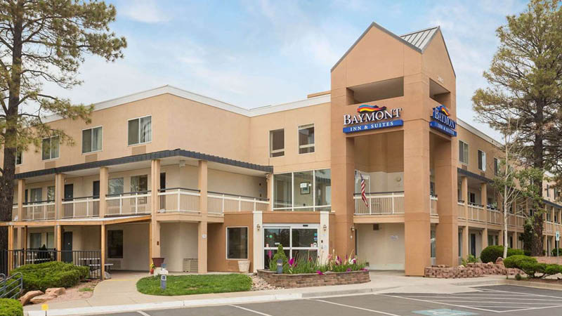 Baymont Inn & Suites set udefra