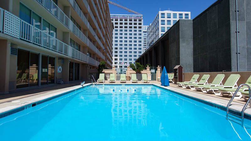 Poolområde på Bei Hotel i San Francisco, USA