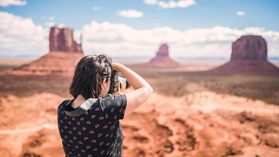 Kvinde fotografere monument valley usa